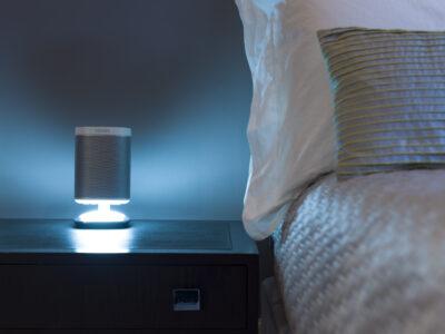 Flexson Sonos Play:1 Leuchtender Tischständer Weiss